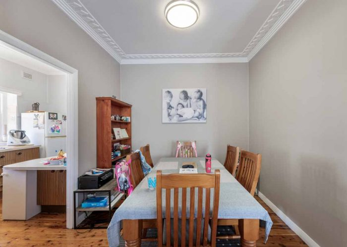 Flooring Xtra Selling Houses Australia Series 13 - Episode 1: Waratah NSW dining room before